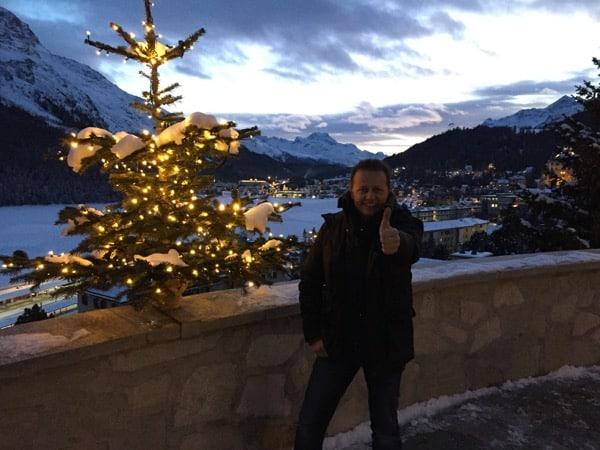 In St. Moritz vor dem Carlton Hotel